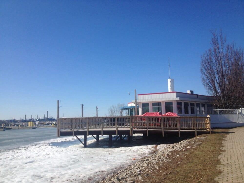 Sarnia Bay Marina Restaurant