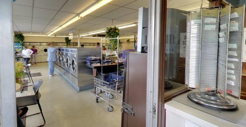 Laundry Authority: 14622 Manchester Rd, Ballwin, MO