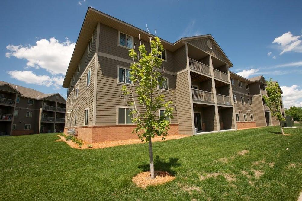 Southridge Apartments: 200 Briargate Rd, Mankato, MN
