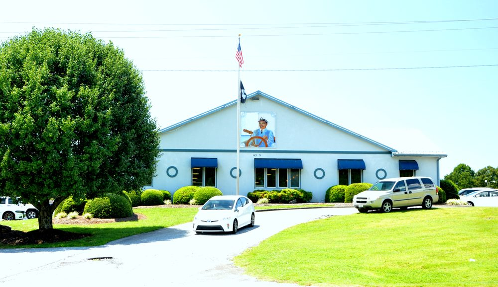 Captain's Galley Seafood Restaurant: 4345 Hickory Blvd, Granite Falls, NC