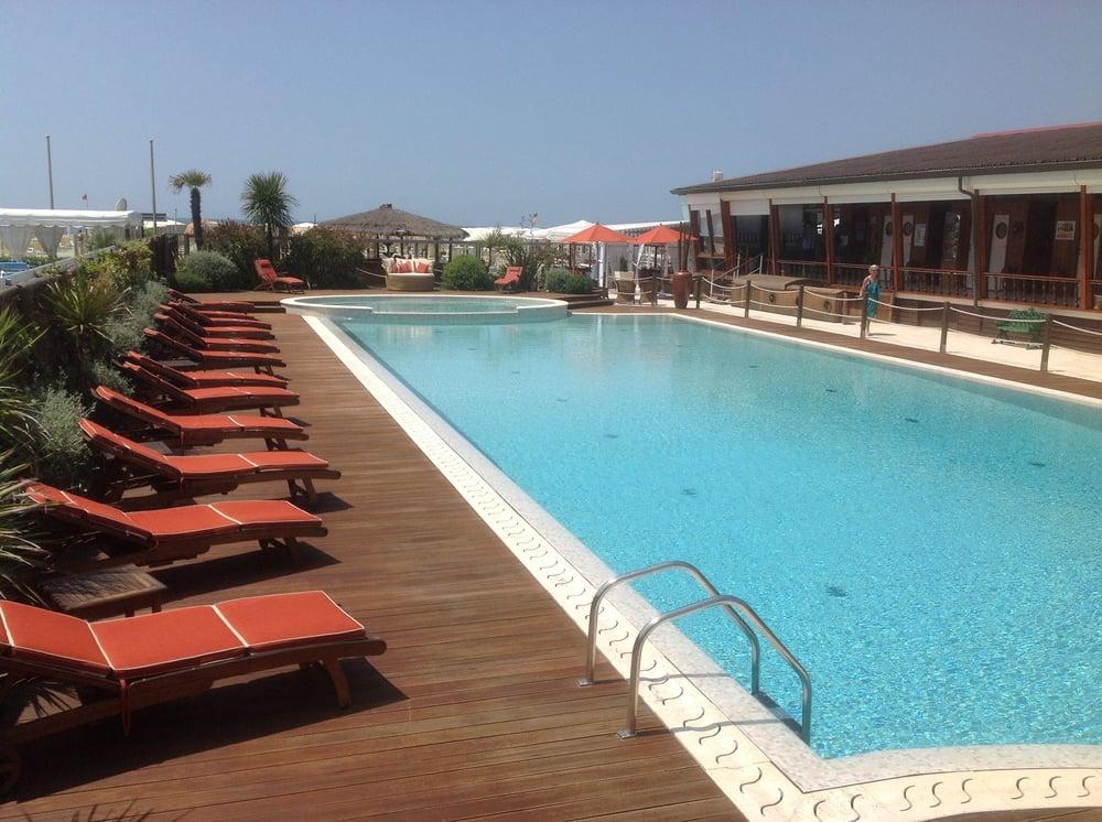 Bagno lelia beach bars terrazza della repubblica 21 viareggio lucca italy restaurant - Bagno amedea viareggio ...