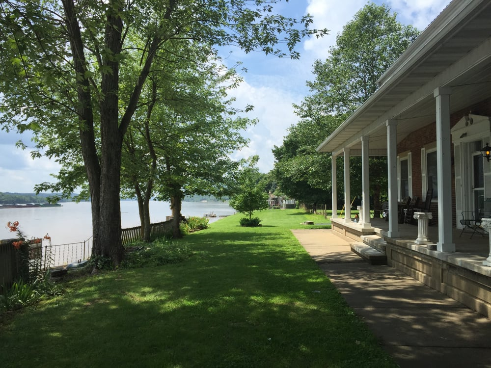 Ohio River House: 101 Brown St, Higginsport, OH