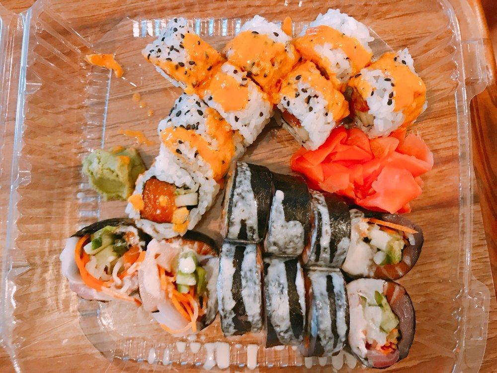 Hot Tuna Sushi Bar & Grille: 3689 Tampa Rd, Oldsmar, FL