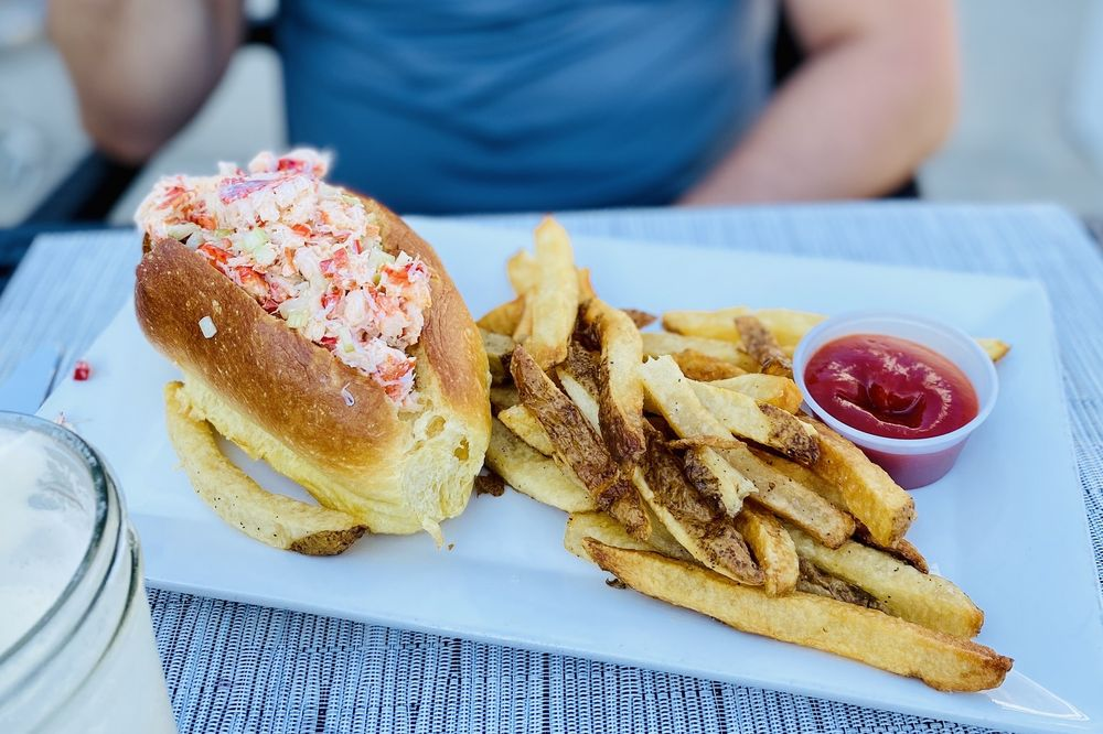 The Cove Restaurant & Oyster Bar: 74 Shore Rd, Glen Cove, NY