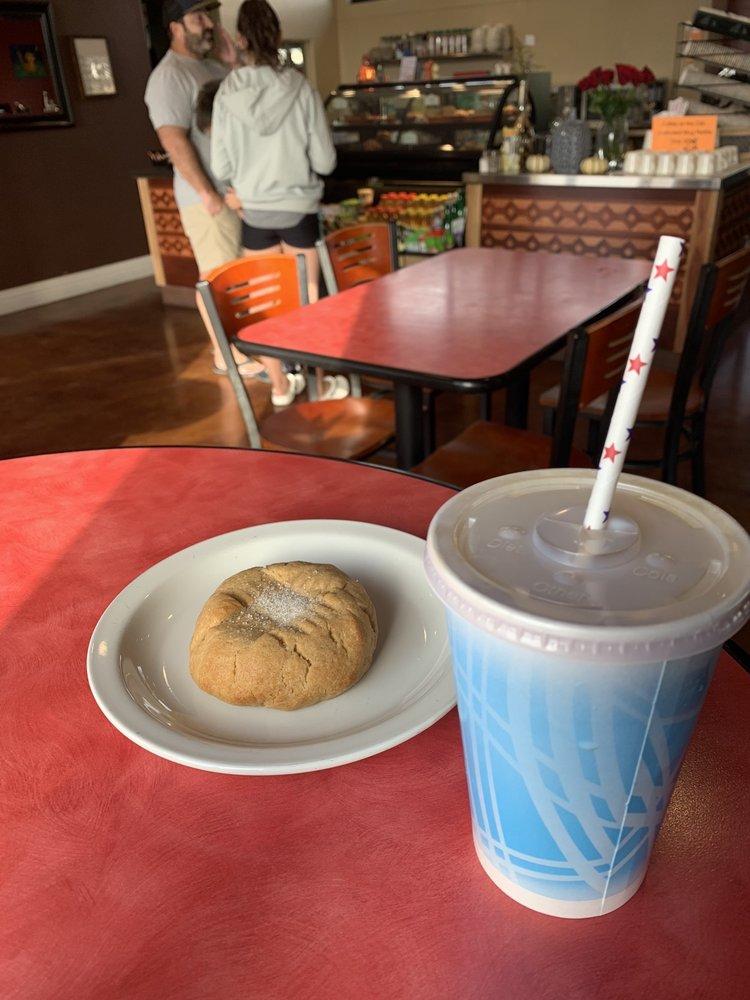 Orange Cat Organic Cafe: 2190 Heritage Loop Rd, Paso Robles, CA
