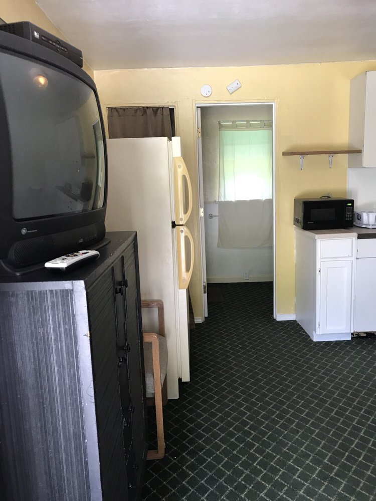 E J Motel: 8230 W Illinois Hwy 15, Belleville, IL