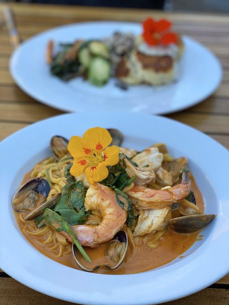 Ona Restaurant & Lounge: 131 Hwy 101 N, Yachats, OR