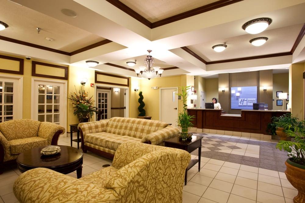 Holiday Inn Express Clanton: 815 Bradberry Ln, Clanton, AL