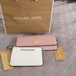 micheals kors outlet gwrn  Photo of Michael Kors