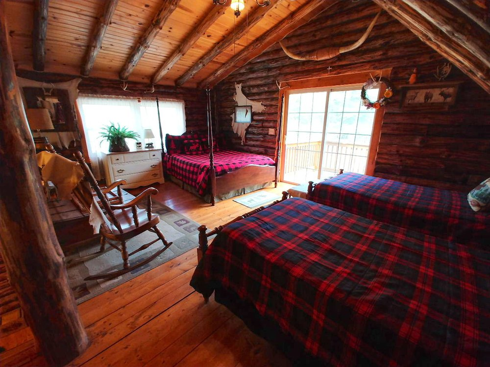 Possum Lodge Cabins: 76405 McElhaney Rd, Freeport, OH