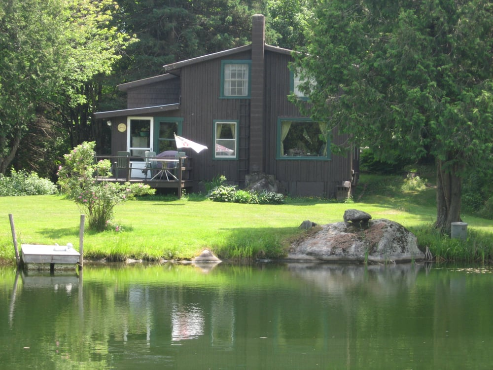 Rodgers Country Inn & Cabins: 582 Rodgers Rd, West Glover, VT