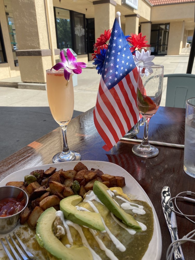 Rooster's Breakfast and Mimosas: 5493 Carlson Dr, Sacramento, CA