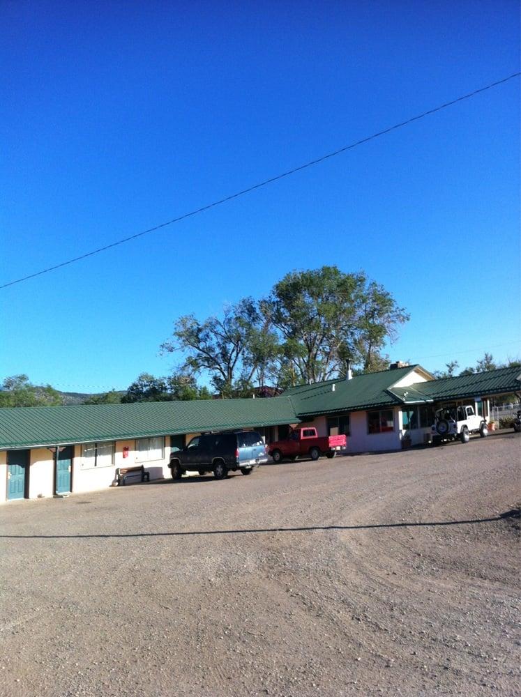 Canyon Inn: 31039 Hwy 64, Cimarron, NM
