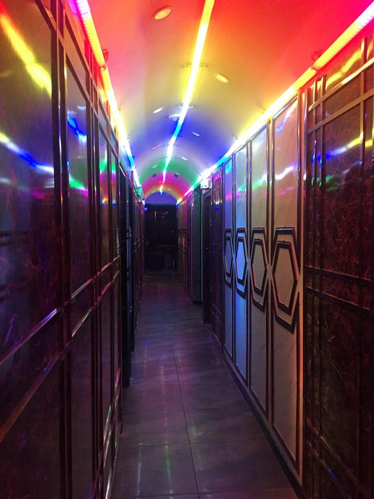 Music Tunnel KTV Cafe