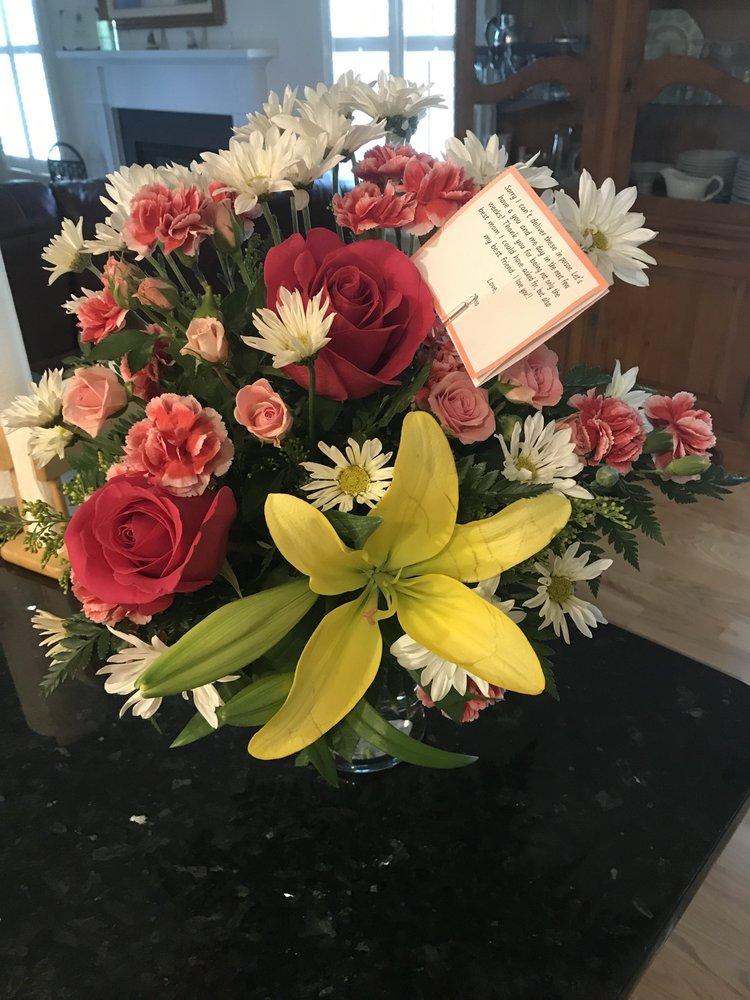 Sponseller's Flower Shop Inc.: 2 W Main St, Berryville, VA