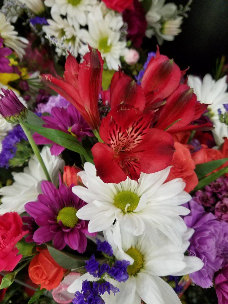 Johnson's Floral & Gift: 37 S Main St, Sandwich, IL