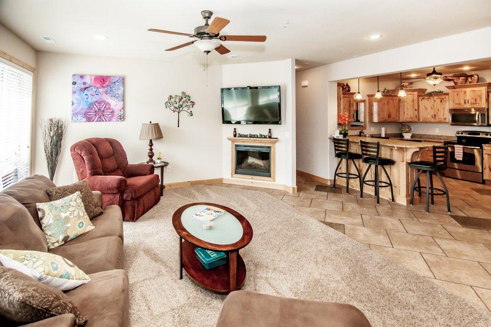 Riviera Villas & RV Resort: 256 Riviera Ln, Sunrise Beach, MO