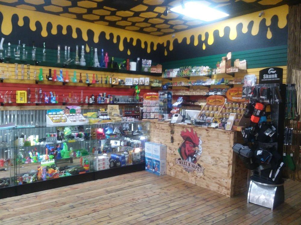 Wake N Vape Smoke Shop: 16670 US-441, Summerfield, FL