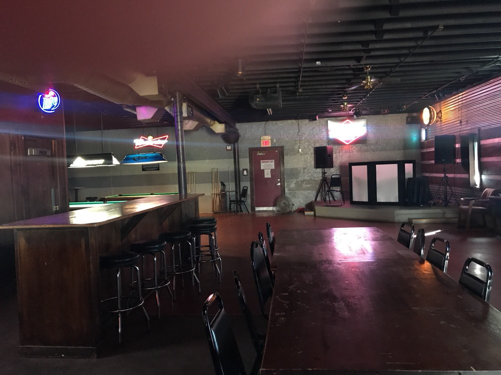 Chevys Bar: 1118 S Commerce St, Ardmore, OK