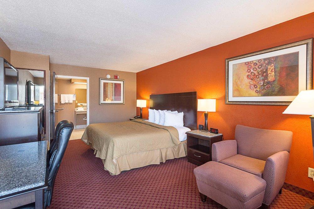 Quality Inn: 116 Luyben Hills Rd, Kingston Springs, TN