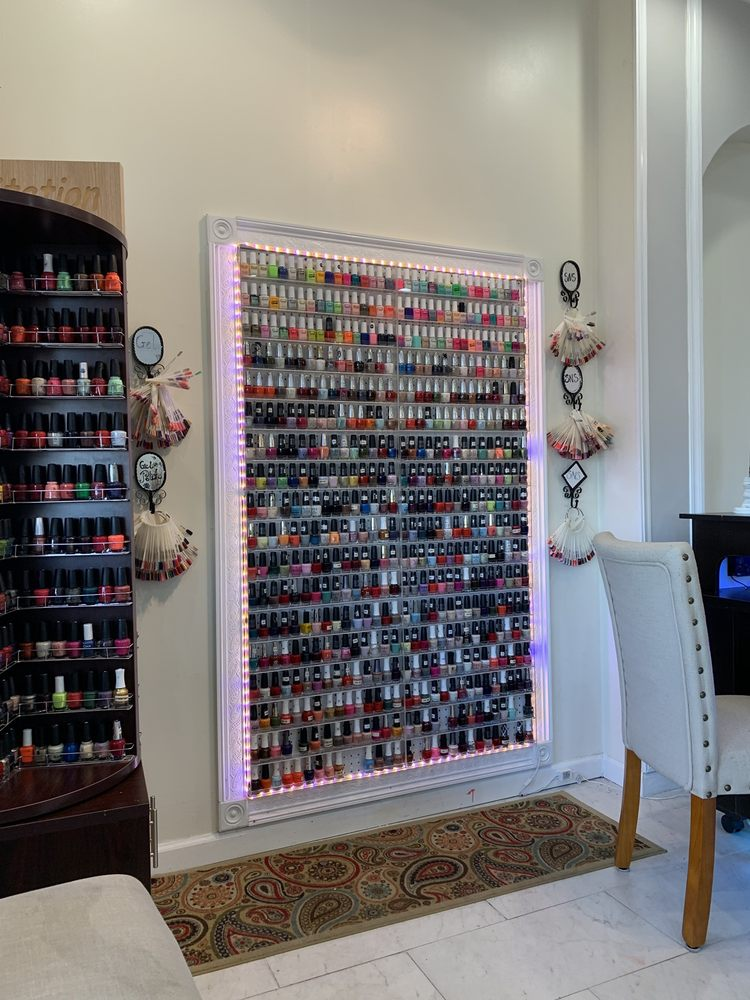 Vennesse Spa Nails: 740 Schillinger Rd S, Mobile, AL
