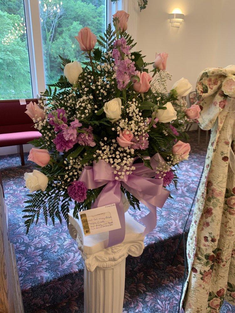 Peggy's Flower Shop: 1055 W Russell St, Elkhorn City, KY