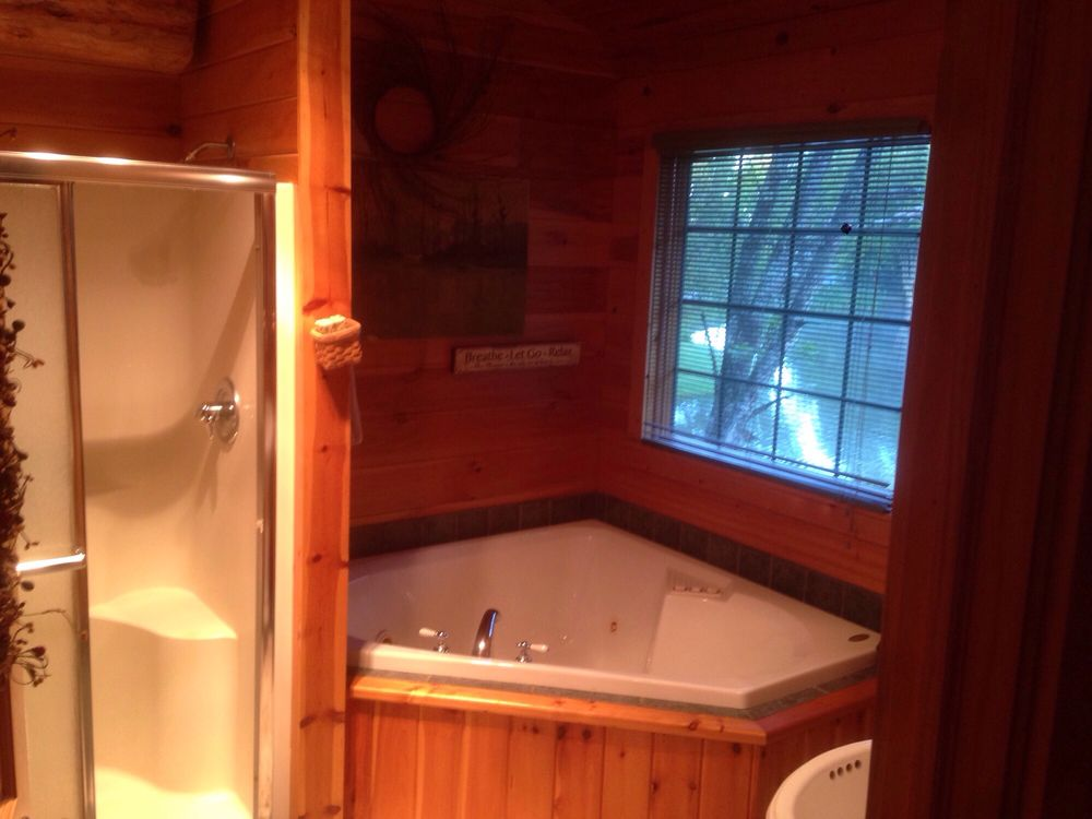 Water's Edge Cabins of Berlin: 5113 Township Road 359, Millersburg, OH