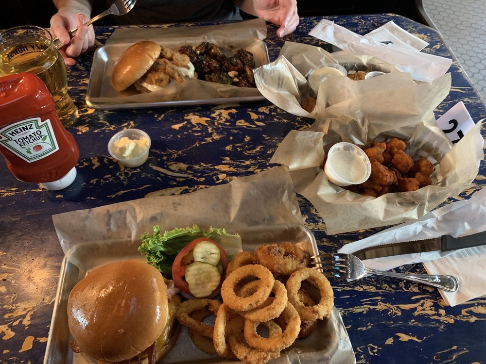 Lucky Horse Burgers and Beer: 2331 University Ave, Des Moines, IA