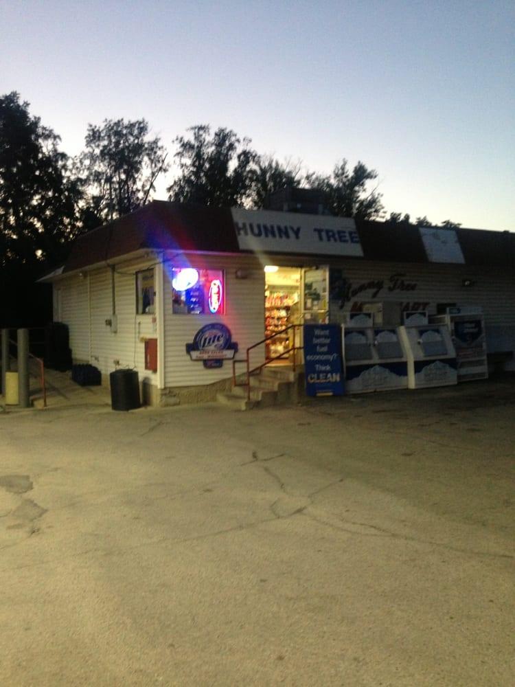 Hunny Tree Mini Mart: 7850 McHenry St, Burlington, WI