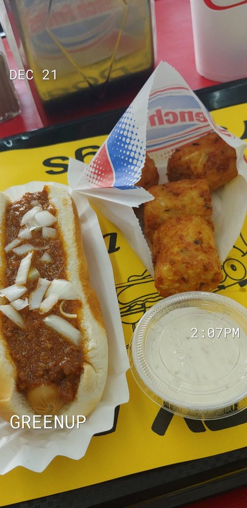 Hot Diggity Dogs: 801 Seaton Ave, Greenup, KY