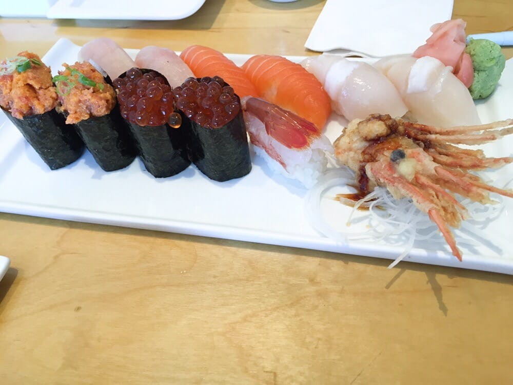 Toro ikura sweet shrimp scallop salmon and yellowtail for Yellowtail fish sushi