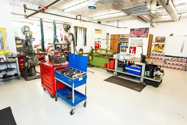 Leighton's Garage: 14301 W 62nd St, Eden Prairie, MN