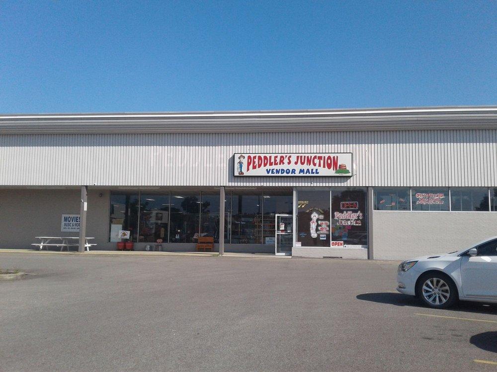 Peddlers Junction Vendor Mall: 1818 Washington Blvd, Belpre, OH