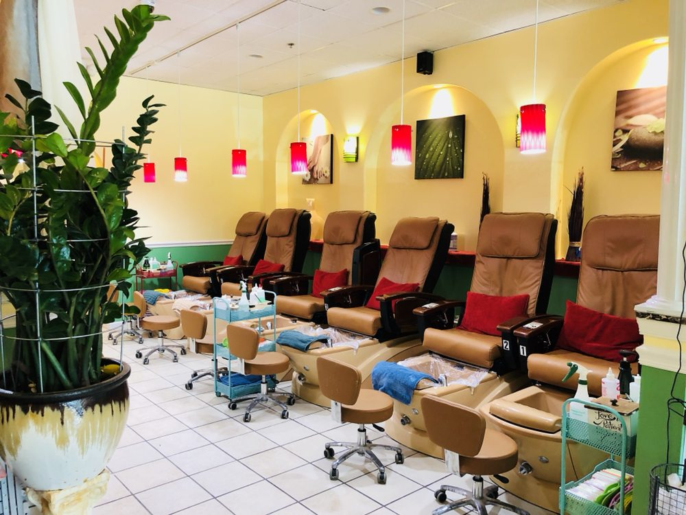 Lily's Nails & Spa: 6465 Village Ln, Macungie, PA