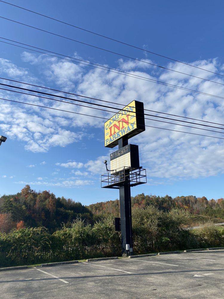 Campton Parkway Inn: 205 Quillins Chapel Service Rd, Campton, KY