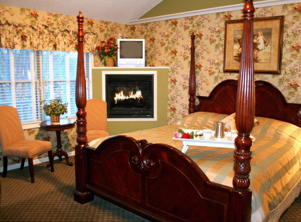 Afton House Inn: 3291 St Croix Trl S, Afton, MN