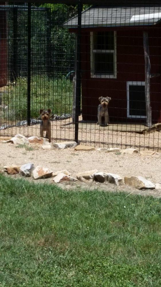Garden of Eden Pet Resort: 239 Esta Ln, Moody, TX