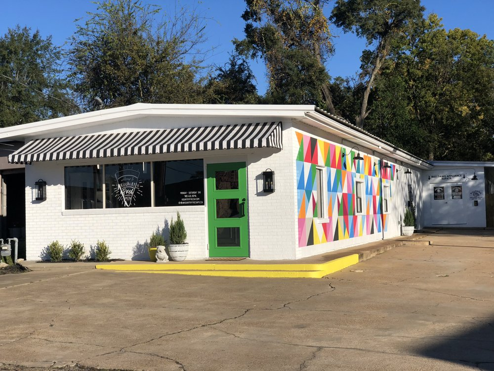 Kountry Fresh Pizza: 636 W Panola St, Carthage, TX