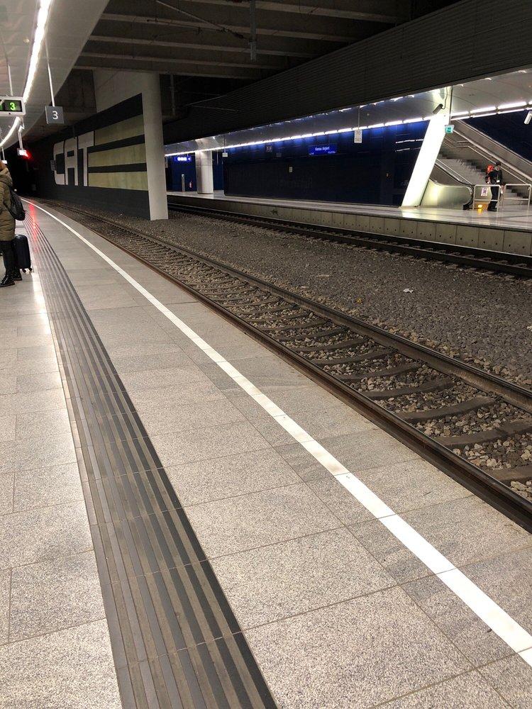 Bahnhof Flughafen Wien Gare Schwechat Niederösterreich