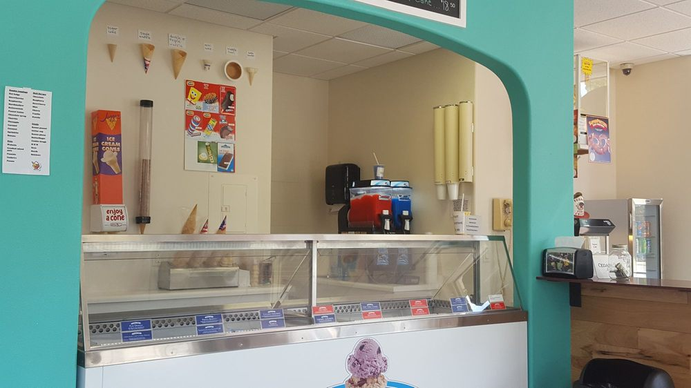 Ice Cream Station: 518 E Lake St, Horicon, WI