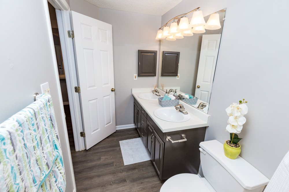 Lake Shore at Chesterfield Village: 3660 S Cox Ave, Springfield, MO