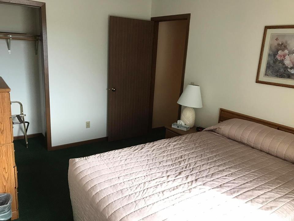 Forrest Inn Motel: 1045 Riverplace Dr, Amery, WI