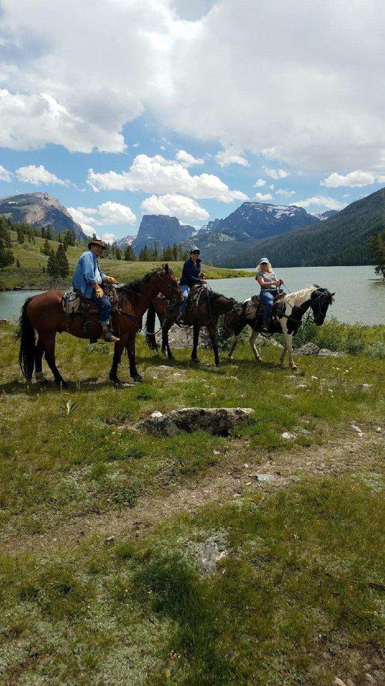 Mule Shoe Outfitters: 125 Rock Ridge Dr, Capitan, NM