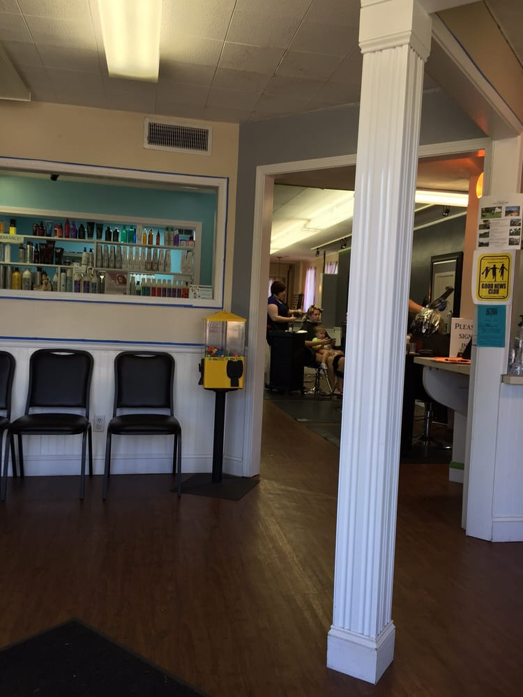 Kuts Plus: 1836 Broadway St, Cape Girardeau, MO