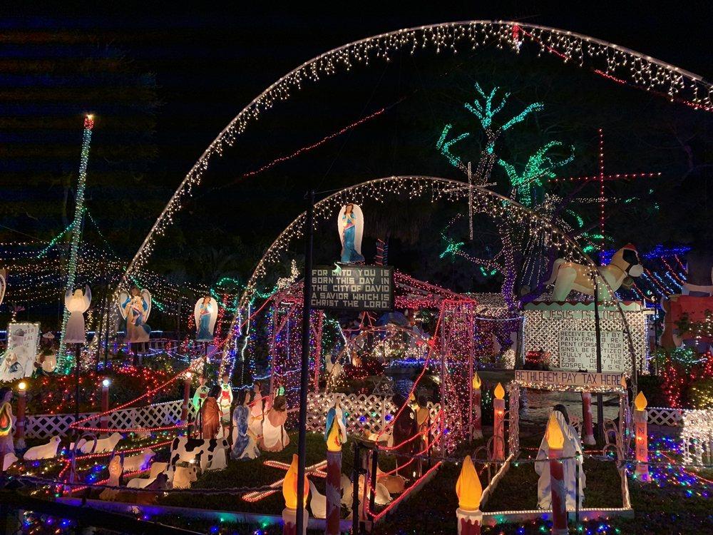 The Oakdale Christmas House: 2719 Oakdale St S, St. Petersburg, FL