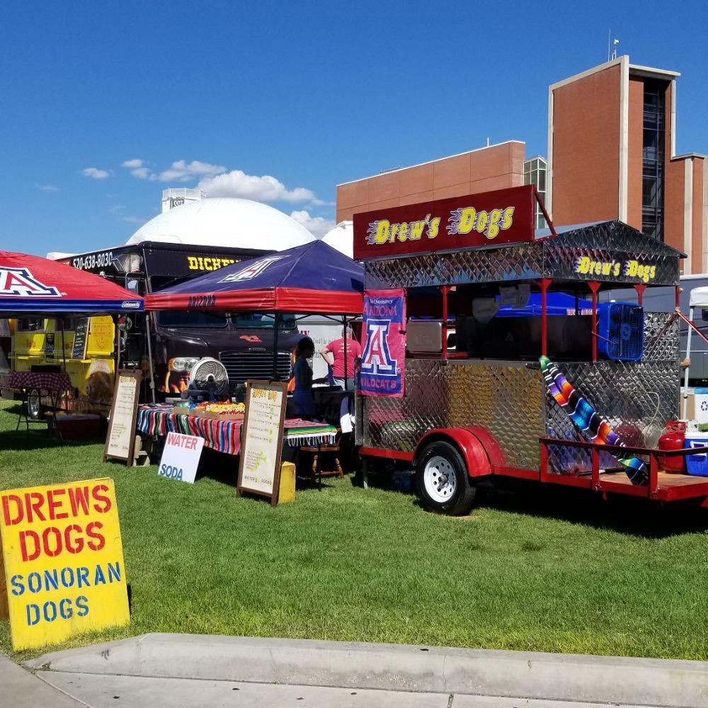 Drew's Dogs: 1101 N S, Vail, AZ
