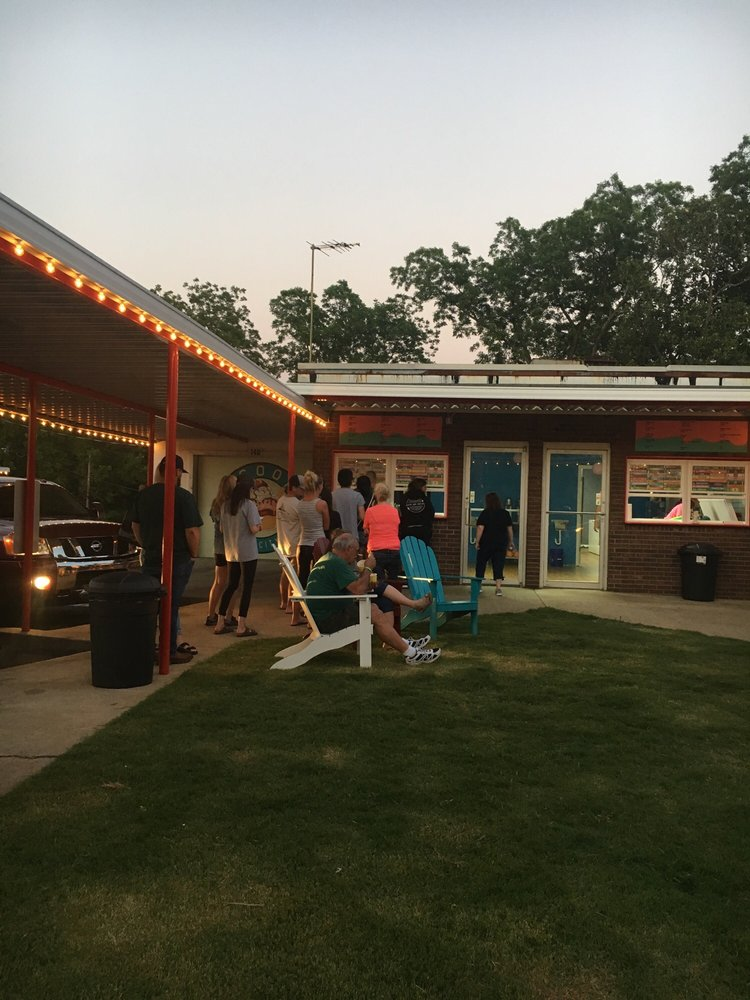 Scoops Ice Cream: 149 S Broadway St, Forest City, NC