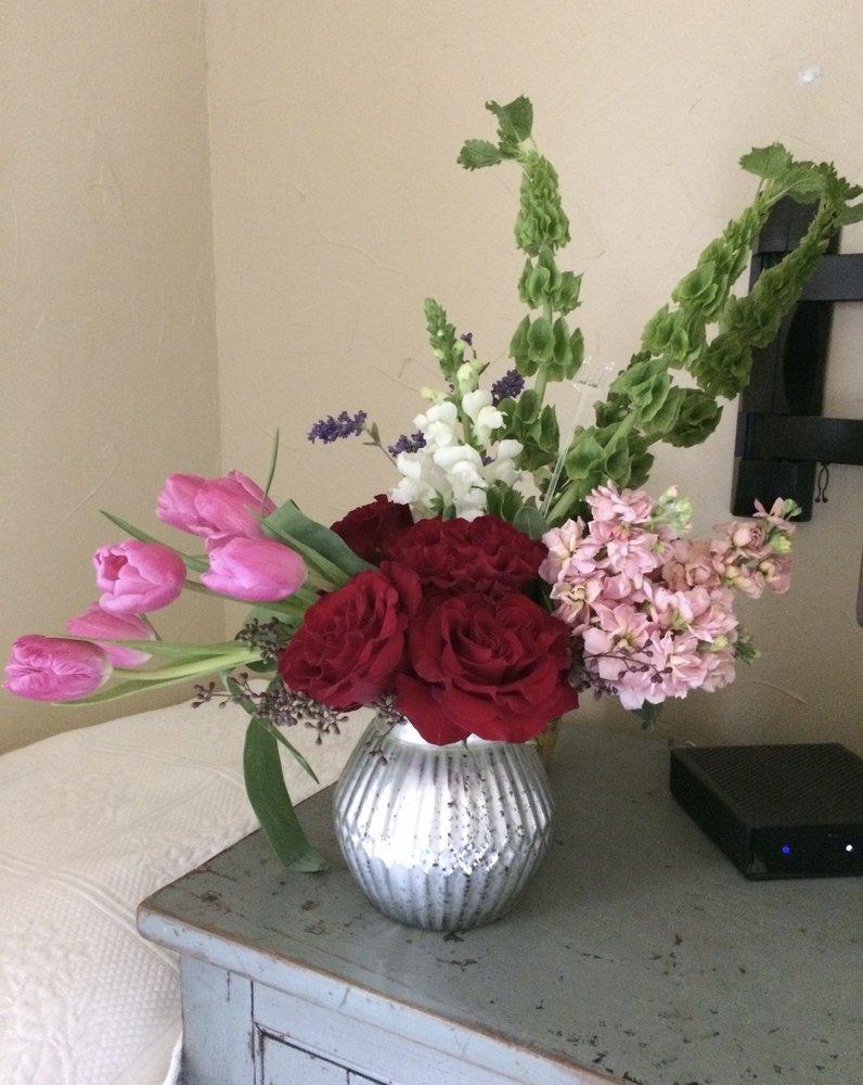 Fresh Urban Flowers: 616 E Blanco Rd, Boerne, TX