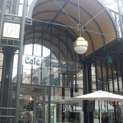 Le Bal des Grands Hommes - Bordeaux, France. La Brasserie Le Bal des Grands Hommes Marché des Grands Hommes de Bordeaux