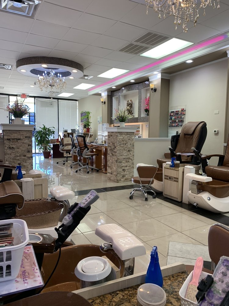 Glamour Nails & Spa: 1550 Opelika Rd, Auburn, AL